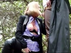 Hot dogging milf films her blowjob